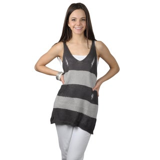 Journee Collection Women's Distressed Sleeveless V-neck Top
