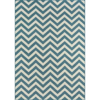 Indoor/ Outdoor Light Blue Chevron Rug (3'11 x 5'7)