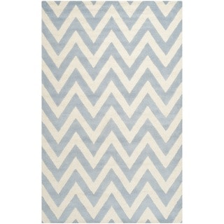 Safavieh Handmade Moroccan Cambridge Chevron Light Blue Wool Rug (5' x 8')