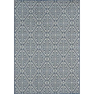 Indoor/Outdoor Navy Diamonds Area Rug (5'3 x 7'6)