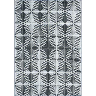 Indoor/ Outdoor Blue Diamonds Rug (6'7 x 9'6)