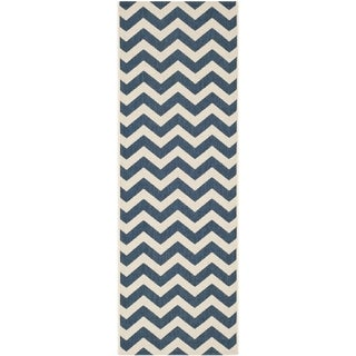 Safavieh Chevron-Print Indoor/Outdoor Courtyard Navy/Beige Rug (2'3 x 10')