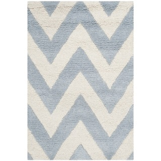 Safavieh Handmade Moroccan Cambridge Chevron Light Blue Wool Rug (2'6 x 4')