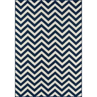 Indoor/Outdoor Navy Chevron Rug (6'7 x 9'6)