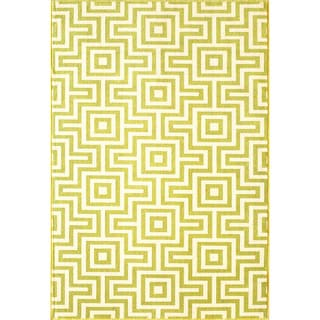 Indoor/Outdoor Green Retro Rug (5'3 x 7'6)