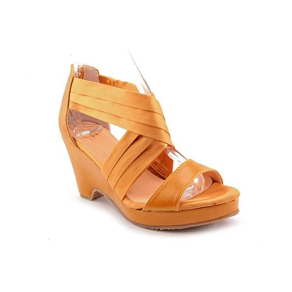 Beacon Women's 'Alana' Fabric Sandals
