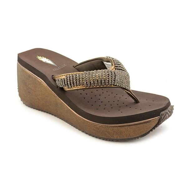 Volatile Women's 'Fairydust' Bronze Leather Sandals