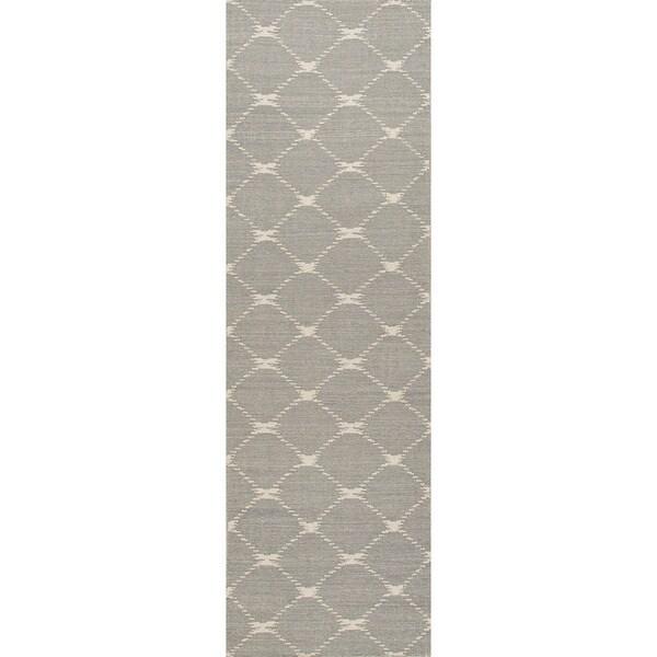 Handmade Flat Weave Geometric Pattern Gray Wool Rug (2'6 x 8')