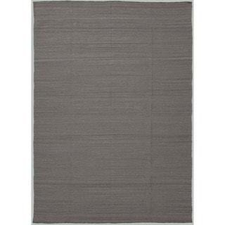 Handmade Flat-weave Solid Pattern Gray/ Black Reversible Rug (5' x 8')