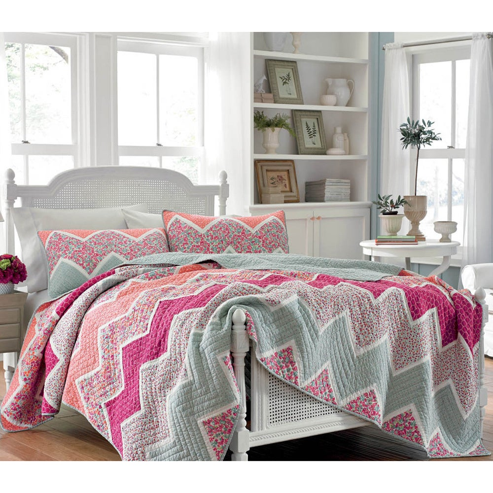 laura ashley 39 ainsley 39 cotton quilt and optional sham. Black Bedroom Furniture Sets. Home Design Ideas