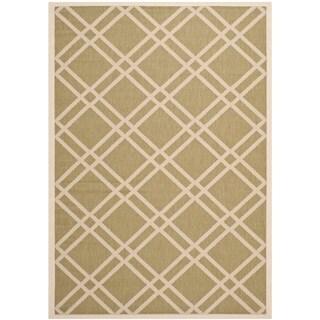 Safavieh Indoor/ Outdoor Courtyard Crisscross-pattern Green/ Beige Rug (5'3'' x 7'7'')