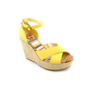 Rocket Dog Women's Yellow 'Clara' Fabric Sandals