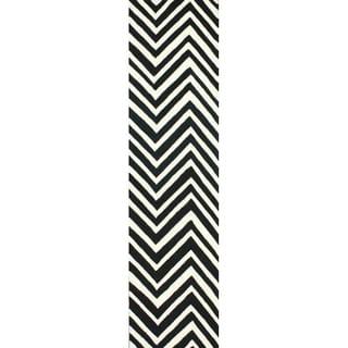 nuLOOM Handmade Alexa Chevron Wool Runner Rug (2'6 x 10')