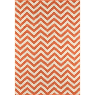 Indoor/ Outdoor Orange Chevron Rug (3'11 x 5'7)