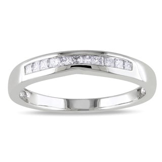 Miadora 10k White Gold 1/5ct TDW Curved Diamond Wedding Band (H-I, I2-I3)