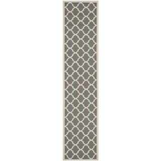 Safavieh Indoor/ Outdoor Courtyard Trellis-pattern Anthracite/ Beige Rug (2'3'' x 6'7'')