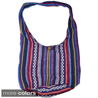 Handcrafted Cotton Zip-top Wood Button Shoulder Bag (Thailand)