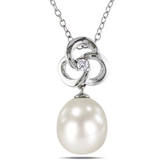 M by Miadora Sterling Silver White Pearl and Diamond Flower Necklace (H-I, I2-I3) (9-9.5 mm)