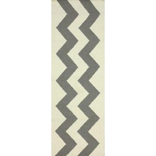 nuLOOM Flatweave Wool Zig Zag Gray Runner Rug (2'6 x 8')