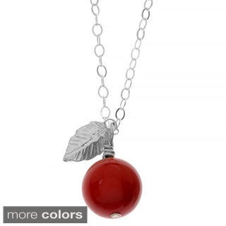 Charming Life 'Apple of My Eye' Pearl and Leaf Necklace