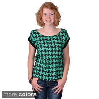 Journee Collection Women's Short Sleeve Houndstooth Print Top