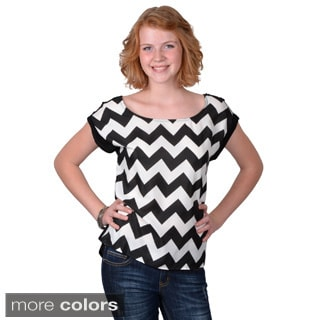 Journee Collection Women's Short Sleeve Chevron Print Top