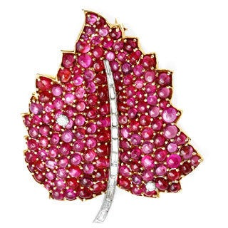 18k Yellow Gold 3/5ct TDW Ruby Leaf Estate Brooch (H-I, VS1-VS2)