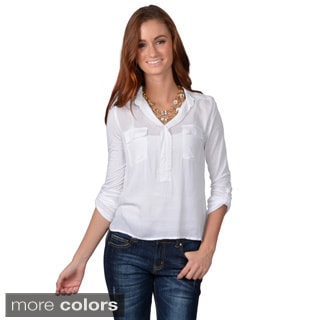 Journee Collection Junior's Hi-lo V-neck Top