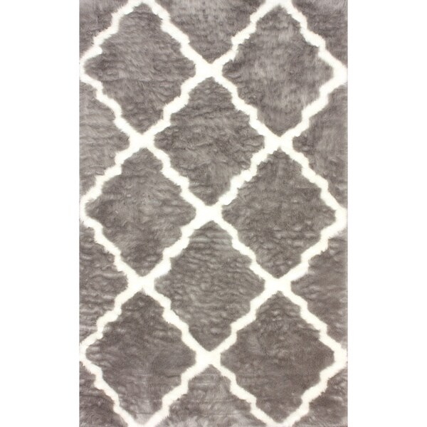 nuLOOM Modern Faux Sheepskin Lattice Trellis Grey Shag Rug (5' x 8')