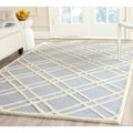 Safavieh Handmade Moroccan Cambridge Crisscross-pattern Light Blue/ Ivory Wool Rug (4' x 6')