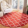 Safavieh Hand-woven Moroccan Dhurries Red/ Ivory Wool Rug (4' Round)