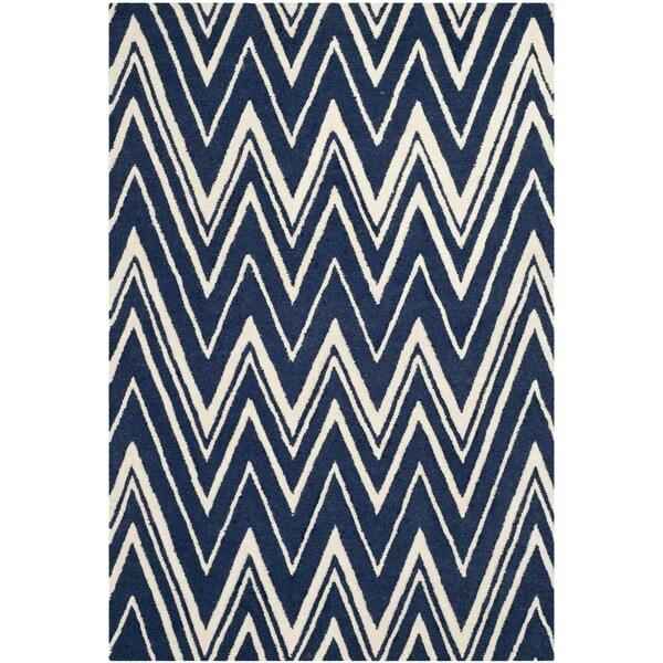 Safavieh Handmade Moroccan Cambridge Zigzag-pattern Navy/ Ivory Wool Rug (6' x 9')