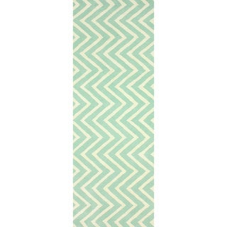 nuLOOM Handmade Vertical Chevron Wool Runner (2'6 x 8')