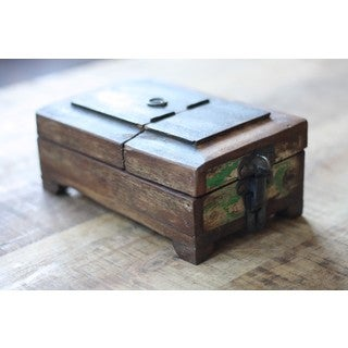 Reclaimed Wood Barber Box (India)