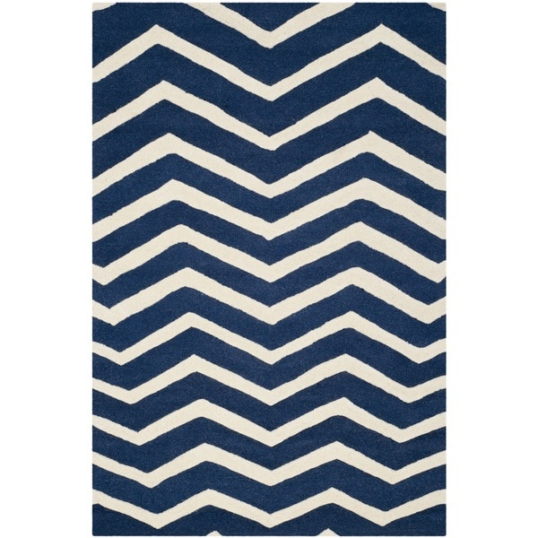 Safavieh Handmade Moroccan Cambridge Navy/ Ivory Chevron Wool Rug (5' x 8')