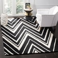 Safavieh Handmade Moroccan Cambridge Zigzag-pattern Black/ Ivory Wool Rug (8' x 10')