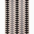 Handmade Ivory/ Black Polypropylene Easy Care Accent Rug (2' x 3'7)