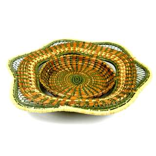 Handmade Pine Needles Bread Basket Pine with Green Trim (Guatemala)