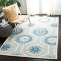 Safavieh Handmade Moroccan Cambridge Geometric-pattern Blue/ Ivory Wool Rug (4' x 6')