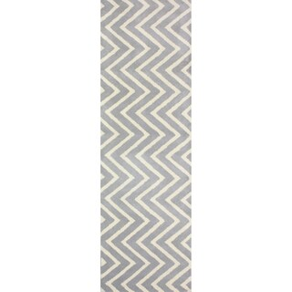 nuLOOM Handmade Vertical Chevron Gray/ Ivory Wool Runner Rug (2'6 x 8')