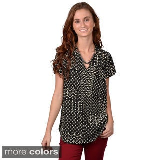 Journee Collection Junior's Geometric Short-Sleeve V-Neck Blouse