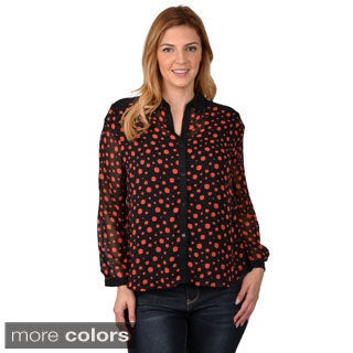 Journee Collection Junior's Contemporary Plus Button-Up Polka-Dot Chiffon Blouse