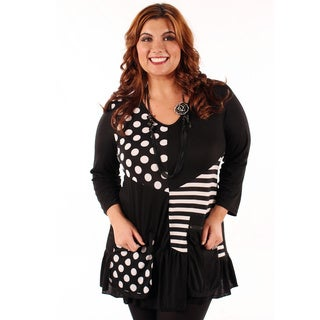 Women's Plus Size Black and White Spliced Top