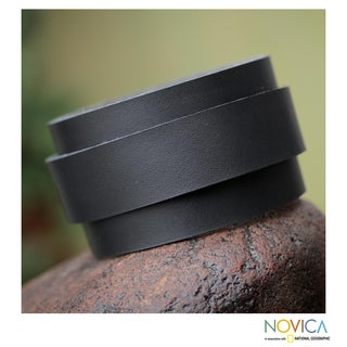 Handcrafted Leather 'Sporty Black' Bracelet (Peru)