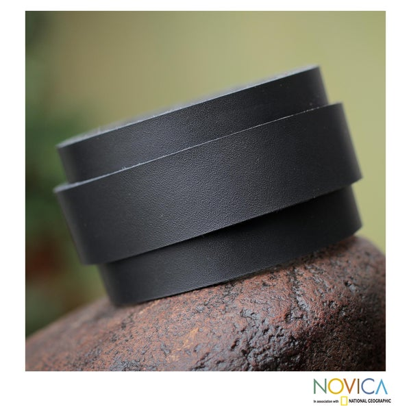 Handcrafted Leather 'Sporty Black' Bracelet (Peru)