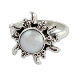 Sterling Silver 'Quiet Sun' Cultured Pearl Ring (8 mm) (India)