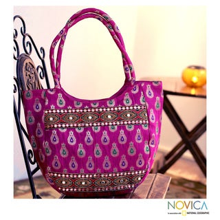 Handcrafted Polyester 'India Fuchsia' Large Shoulder Bag (India)