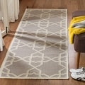 Safavieh Hand-woven Moroccan Dhurries Grey/ Ivory Wool Rug (2'6 x 6')