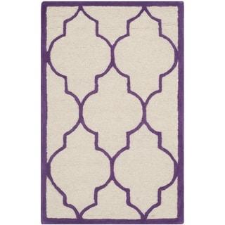 Safavieh Handmade Moroccan Cambridge Ivory/ Purple Wool Rug (2'6 x 4')