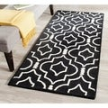 Safavieh Handmade Moroccan Cambridge Black/ Ivory Wool Rug (2'6 x 6')